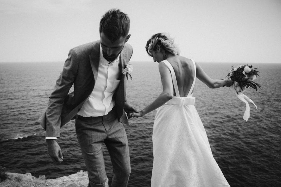 Canberra wedding photographer, bowral wedding photographer, sunshine coast wedding photography, southern highlands wedding, ocean wedding, clifftop wedding, bride and groom, natural, candid