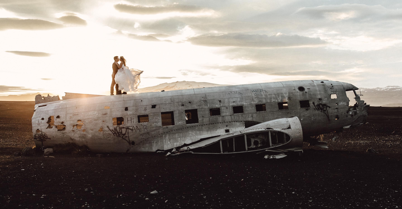 A destination wedding at Dana Villas, Santorini in summer by Sunshine Coast and Maleny wedding photographer Shae Estella Photo