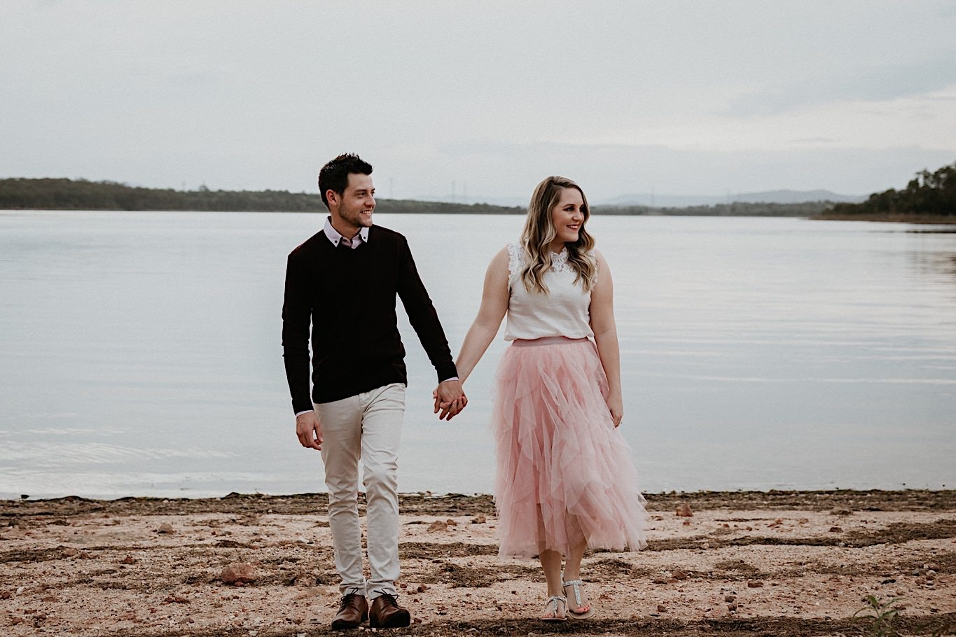what to wear for engagement photos outdoors